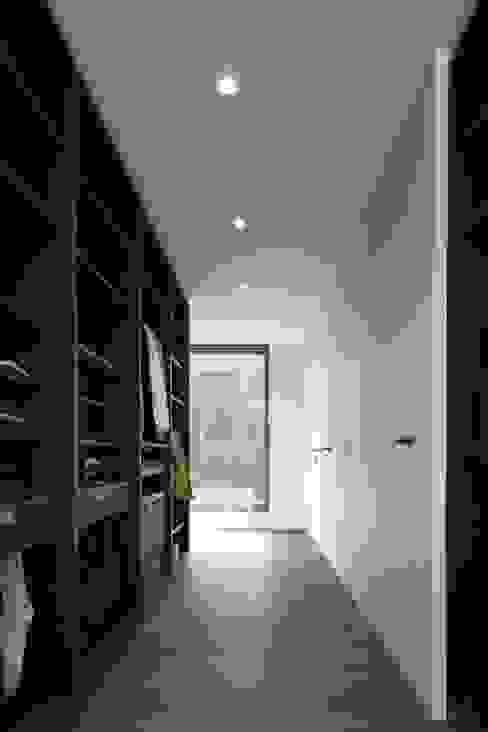 Project De Plankerij voor Summum - Interiors (http://www.summum-interiors.com):  Kleedkamer door De Plankerij BVBA,