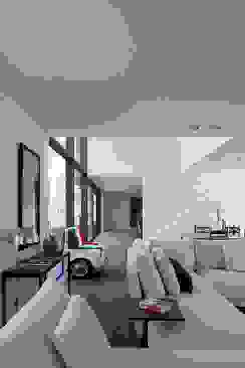 Project De Plankerij voor Summum - Interiors (http://www.summum-interiors.com) Moderne woonkamers van De Plankerij BVBA Modern