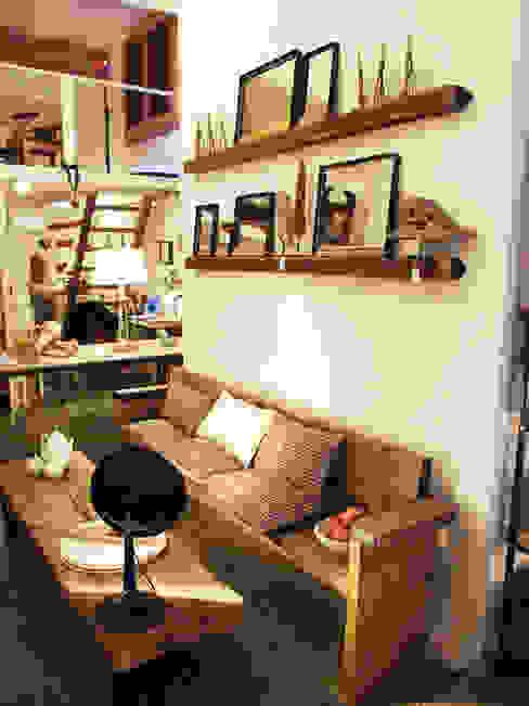 Banco y estantes para cuadros de madera de Amato Sole Mediterráneo