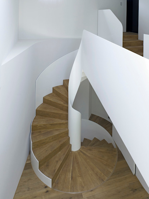 Pasillos y vestíbulos de estilo  por Nautilus Treppen GmbH&Co.KG,