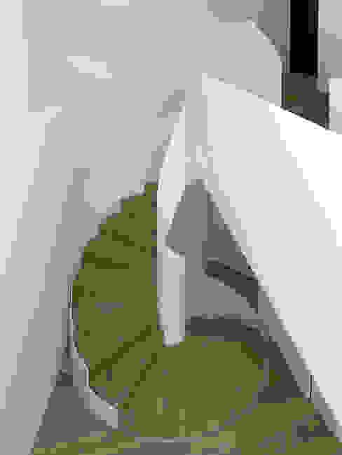 Nautilus Treppen GmbH&Co.KG Ingresso, Corridoio & Scale in stile moderno