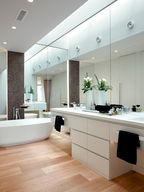 Bathroom by Molins Design, Mediterranean Wood Wood effect