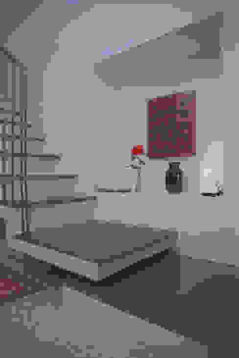 Studio Valle architettura e urbanistica Corridor, hallway & stairsStairs