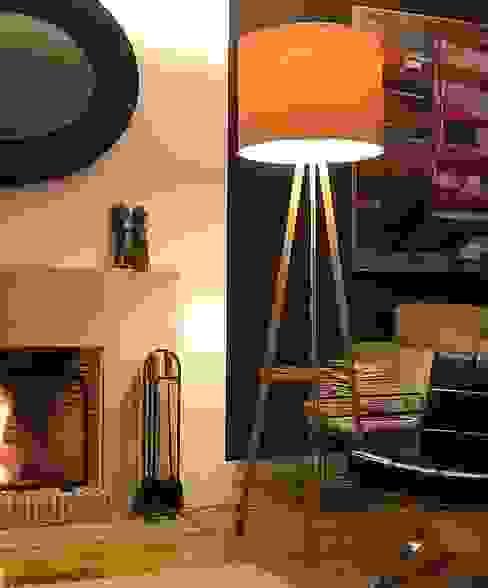 candeeiro de pé por Pau - Into the wood Moderno