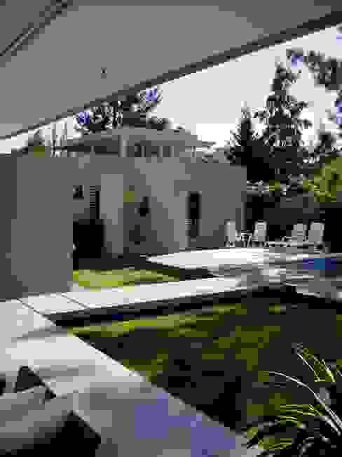 Casa NR Giardino moderno di gatarqs Moderno