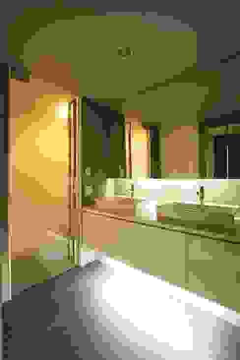 シンプル、シャビー、モロッコ調、部屋ごとに表情が変わるマンション: QUALIAが手掛けた浴室です。,オリジナル