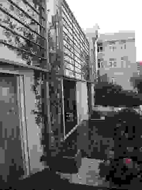 Balcones y terrazas modernos de Estudio Marta Byrne Paisajismo Moderno