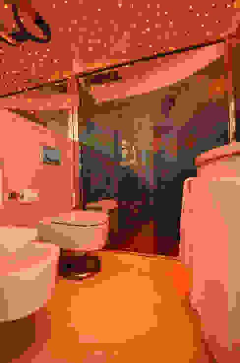 appartement roquebrune cap martin Salle de bain méditerranéenne par kmmarchitecture Méditerranéen Bois composite