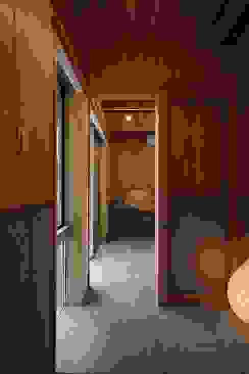 ホームオフィス: TOGODESIGNが手掛けた書斎です。,モダン 無垢材 多色