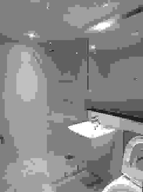 상봉 LG쌍용아파트 27PY: 디자인 컴퍼니 에스의  욕실,모던