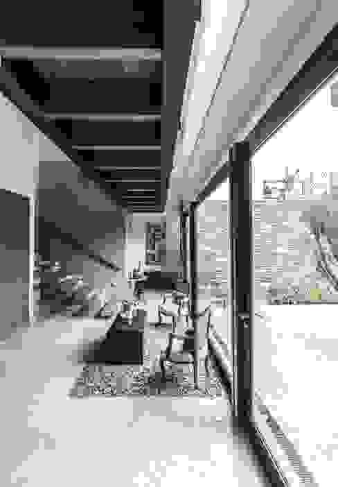 Couloir, entrée, escaliers modernes par Loyola Arquitectos Moderne