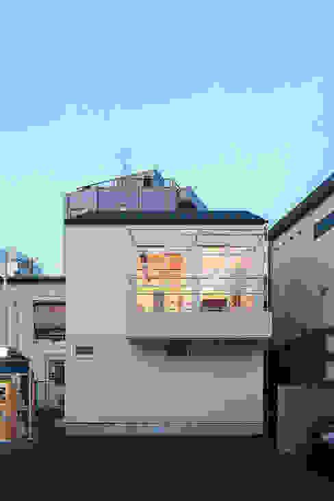 9坪ハウス: こぢこぢ一級建築士事務所が手掛けた工業用です。,インダストリアル