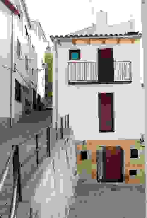 vivienda unifamiliar estilo rustico Casas de estilo rústico de cota-zero, tenica y construcción integrada, s.l. Rústico