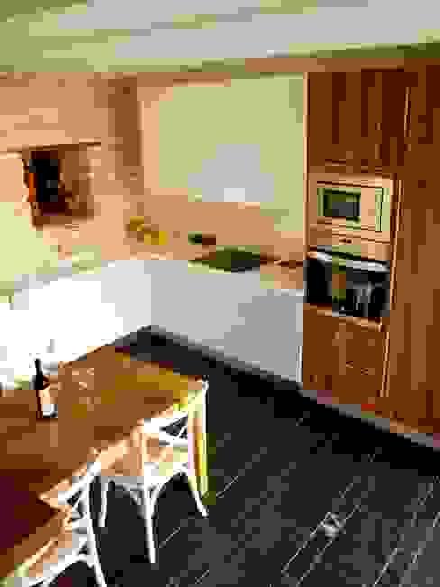 vivienda unifamiliar estilo rustico Cocinas de estilo rústico de cota-zero, tenica y construcción integrada, s.l. Rústico