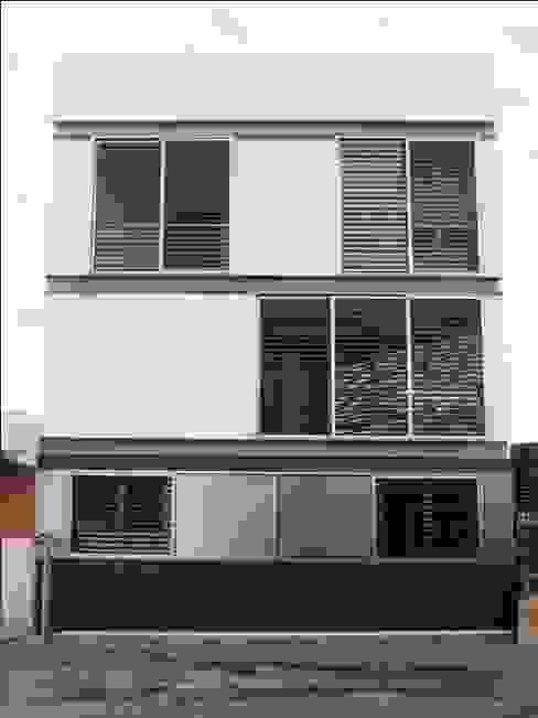 vivienda unifamiliar estilo moderno Casas de estilo moderno de cota-zero, tenica y construcción integrada, s.l. Moderno