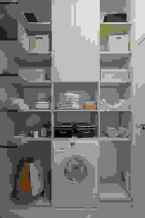 Дизайн-проект трехкомнатной квартиры для молодой семейной пары. : Гардеробные в . Автор – Катя Волкова, Модерн
