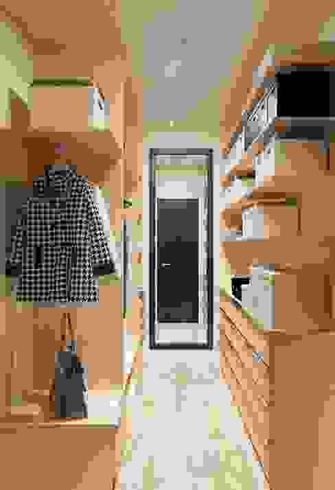 Дизайн-проект квартиры для молодой целеустремленной девушки.: Гардеробные в . Автор – Катя Волкова,