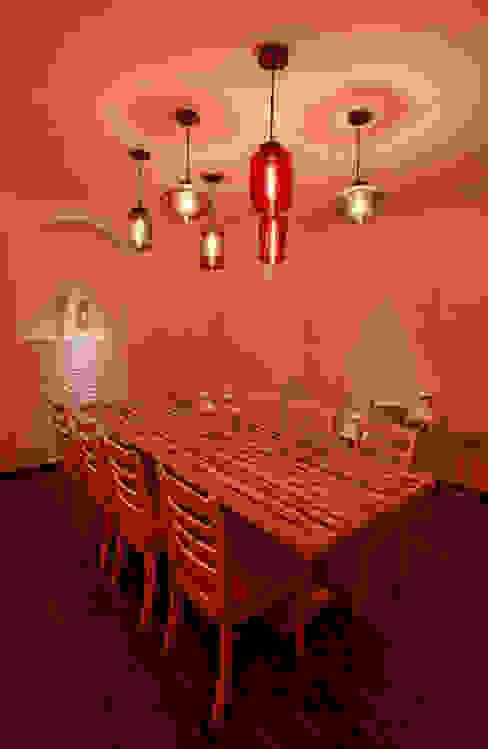 Comedores de estilo moderno de Saloni Narayankar Interiors Moderno