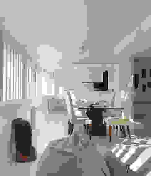Reforma de piso en Santiago de Compostela Comedores de estilo minimalista de Interior Zen. Obras e Proxectos Minimalista