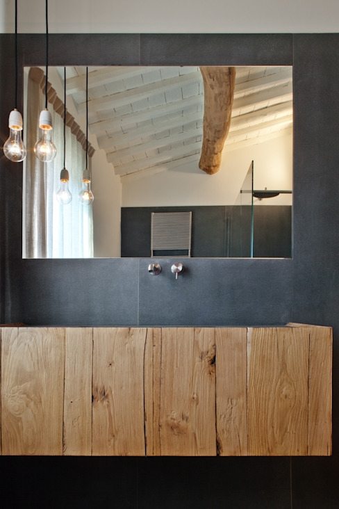 Rustic style bathroom by MIDE architetti Rustic
