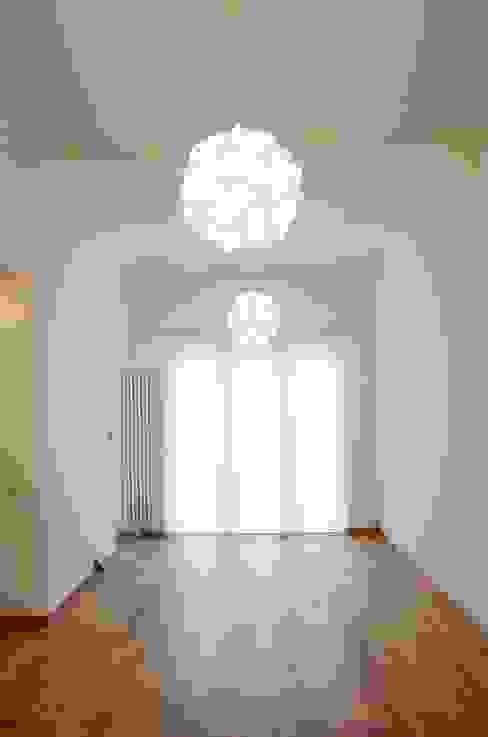 Avramovic Sion Salon moderne par Modelmo ScPRL Moderne