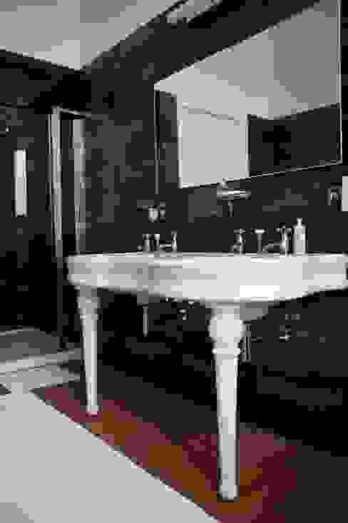 DeRadigues Salle de bain moderne par Modelmo ScPRL Moderne