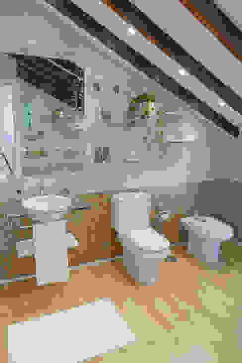 Asun Tello Baños de estilo moderno de Asun Tello Moderno