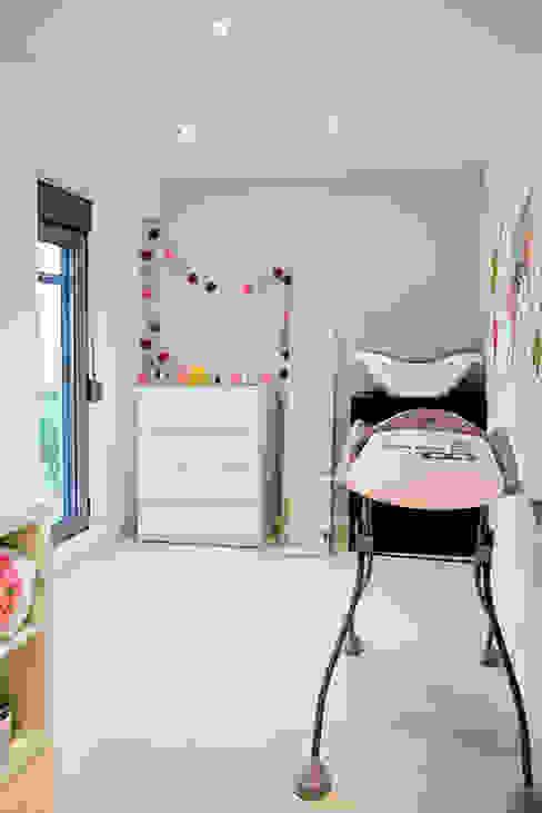 Casa Manises - Dormitorio Infantil Dormitorios infantiles de estilo minimalista de Chiralt Arquitectos Minimalista