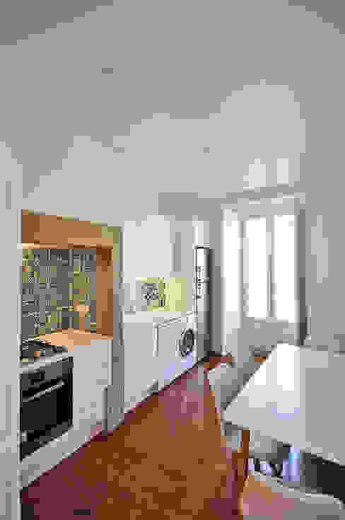 Apartamento Lisboa Cozinhas ecléticas por Colectivo ODD Eclético