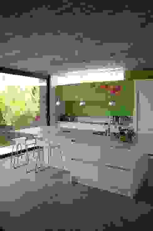 Maison P Cuisine moderne par ARTERRA Moderne