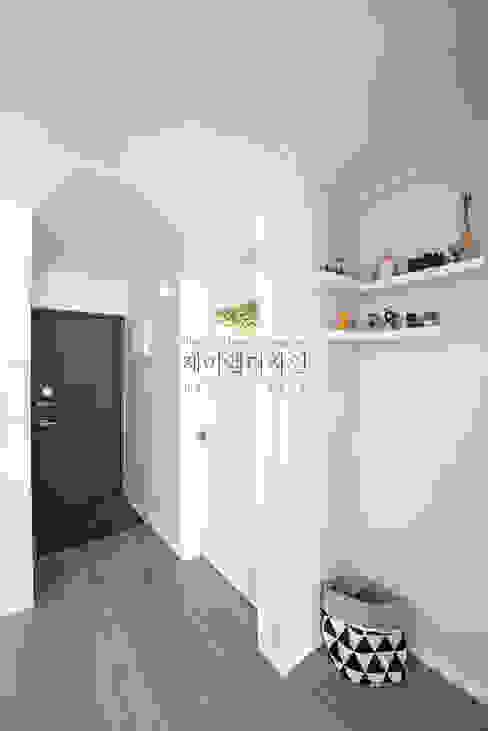 영통 매탄동 동남아파트 22평인테리어: JMdesign 의  복도 & 현관,인더스트리얼