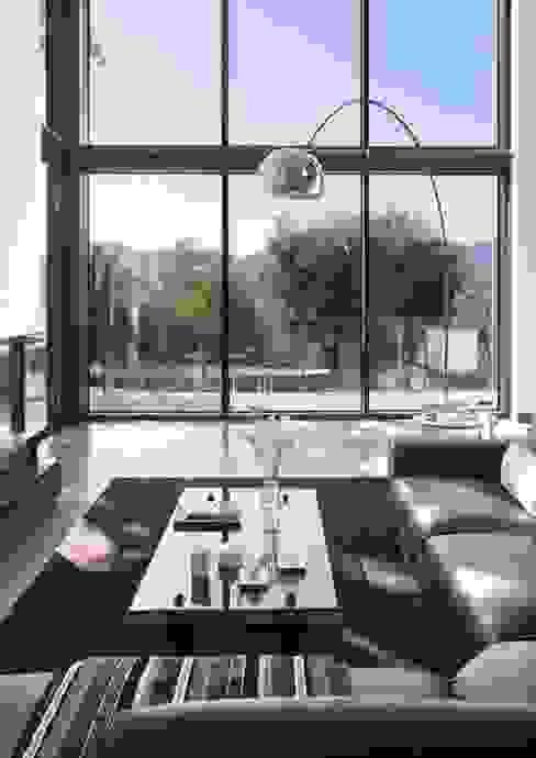 HOUSE-TEES Salones de estilo moderno de jordivayreda projectteam Moderno