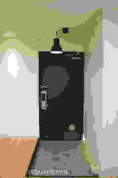 Koridor & Tangga Modern Oleh 디자인브리드 Modern