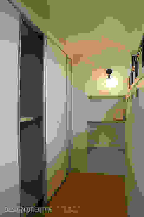 Коридор, прихожая и лестница в модерн стиле от 디자인브리드 Модерн