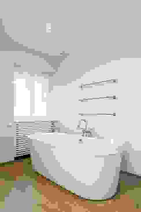 Villa spadoise Salle de bain moderne par Pierre Noirhomme Moderne