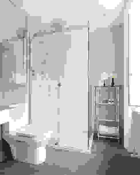 Townhouse Bathroom Modern Bathroom by homify Modern