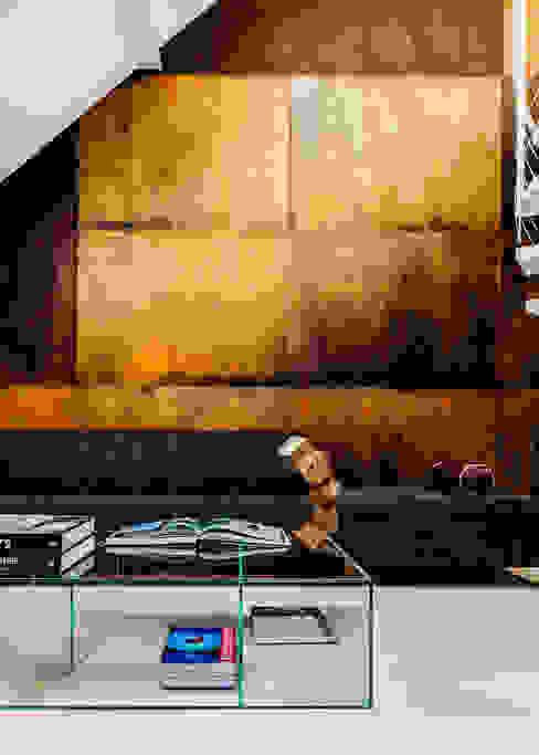 Salones de estilo moderno de Ayuko Studio Moderno Cobre/Bronce/Latón