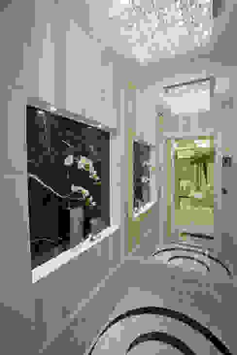 Коридор, прихожая и лестница в модерн стиле от Designer de Interiores e Paisagista Iara Kílaris Модерн
