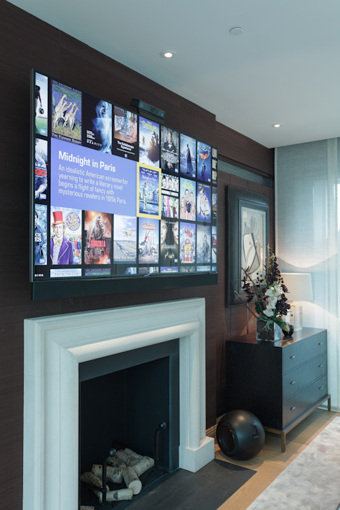 Wall mounted TV on electric bracket Ruang Media Modern Oleh London Residential AV Solutions Ltd Modern