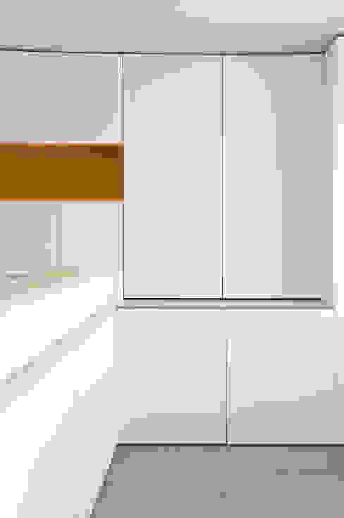 Rénovation d'un appartement bruxellois Chambre moderne par Alizée Dassonville | architecture Moderne