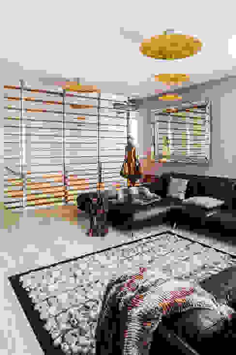 غرفة المعيشة تنفيذ Ayuko Studio , إستعماري