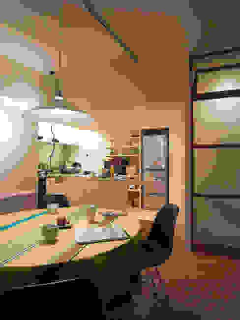 緑丘住宅リノベーション: 村松英和デザインが手掛けたダイニングです。,モダン