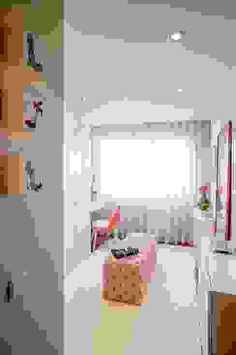 Phòng thay đồ phong cách hiện đại bởi Susana Camelo Hiện đại