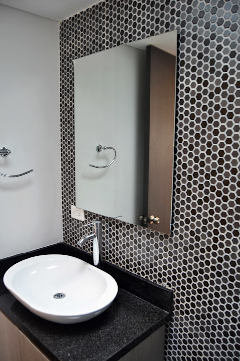 APARTAMENTO 104: Baños de estilo  por santiago dussan architecture & Interior design,
