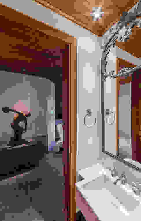 Baños de estilo  de VNK Arquitetura e Interiores