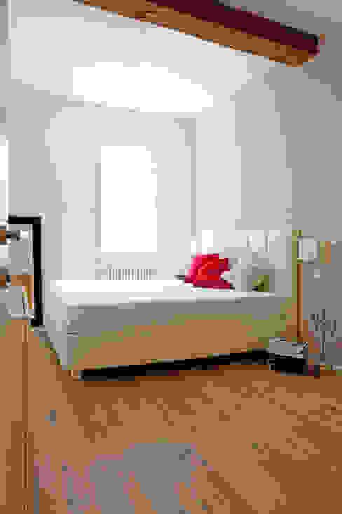 abitazione privata, Bologna Camera da letto in stile classico di senzanumerocivico Classico