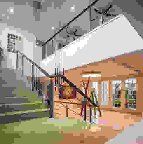 Recibidor y escaleras Pasillos, vestíbulos y escaleras minimalistas de ARQUITECTURA EN PROCESO Minimalista