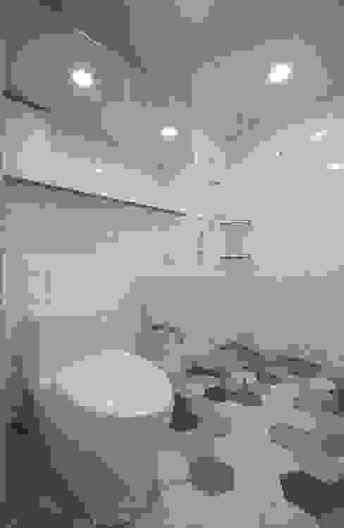 Baños de estilo moderno de 디자인스튜디오 레브 Moderno