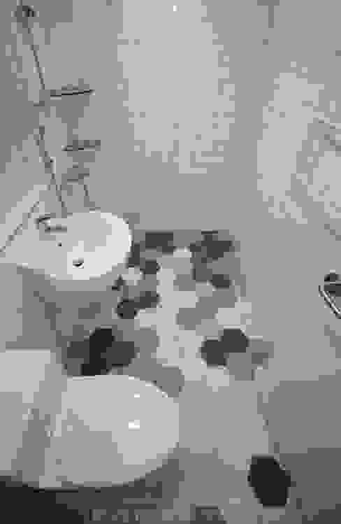 Bathroom by 디자인스튜디오 레브, Modern