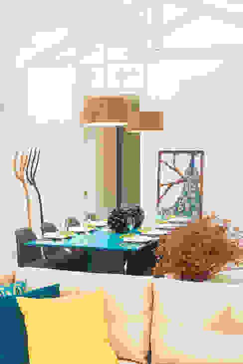 WR House Renata Matos Arquitetura & Business 餐廳桌子 木頭 Turquoise